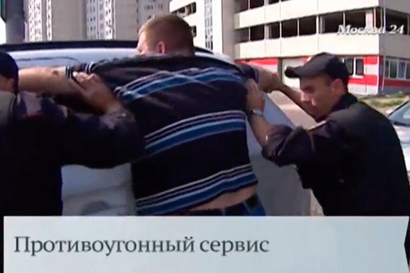 Полиция предложила автовладельцам охранять их машины (видео)