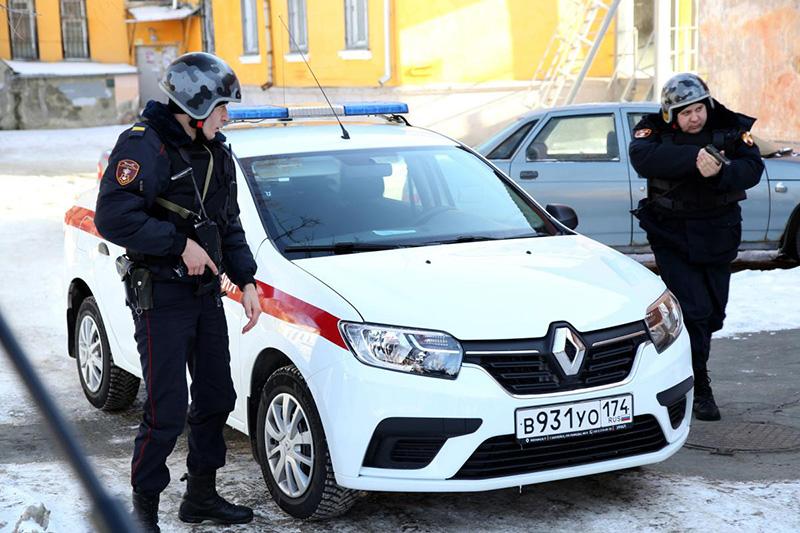 На Южном Урале представители Росгвардии рассказали СМИ о возможностях тревожной сигнализации, установленной на автомобилях скорой помощи