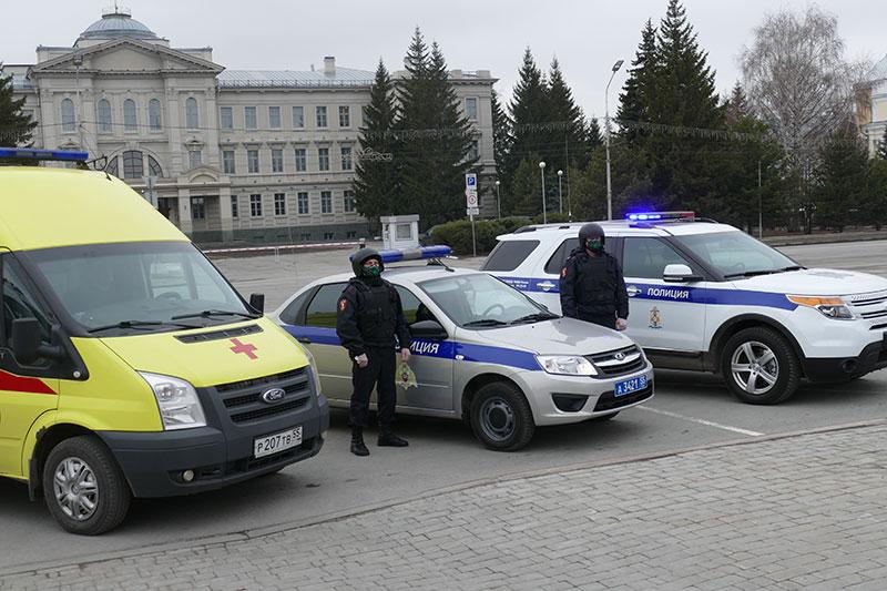 В Омске сотрудники Росгвардии задержали агрессивного дебошира, который препятствовал медикам оказывать помощь пожилому гражданину