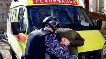 В Архангельске росгвардейцы задержали дебошира, угрожавшего бригаде скорой помощи пневматическим пистолетом