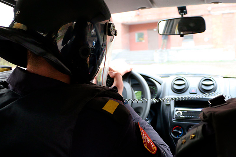 Сотрудники Росгвардии в Петербурге задержали нетрезвого мужчину, который похитил автомобиль с территории предприятия