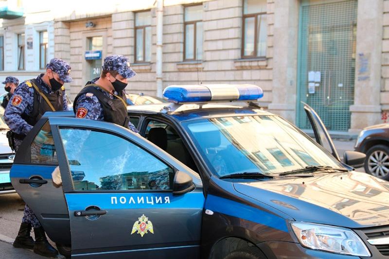 Нарядом вневедомственной охраны Росгвардии в Санкт-Петербурге задержан хулиган, повредивший автомобиль скорой помощи
