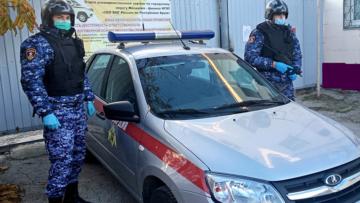 В Феодосии росгвардейцы задержали подозреваемого в умышленном повреждении автомобиля скорой помощи