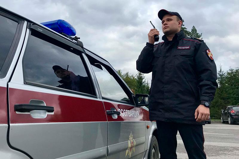 В Омске сотрудники Росгвардии и полиции задержали подозреваемого в угоне автомобиля