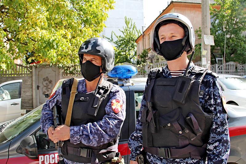 Нарядом вневедомственной охраны Росгвардии в Симферополе задержан хулиган, повредивший автомобиль скорой помощи