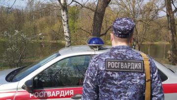 В Саратовской области сотрудники Росгвардии помогли владельцу автомобиля задержать угонщика