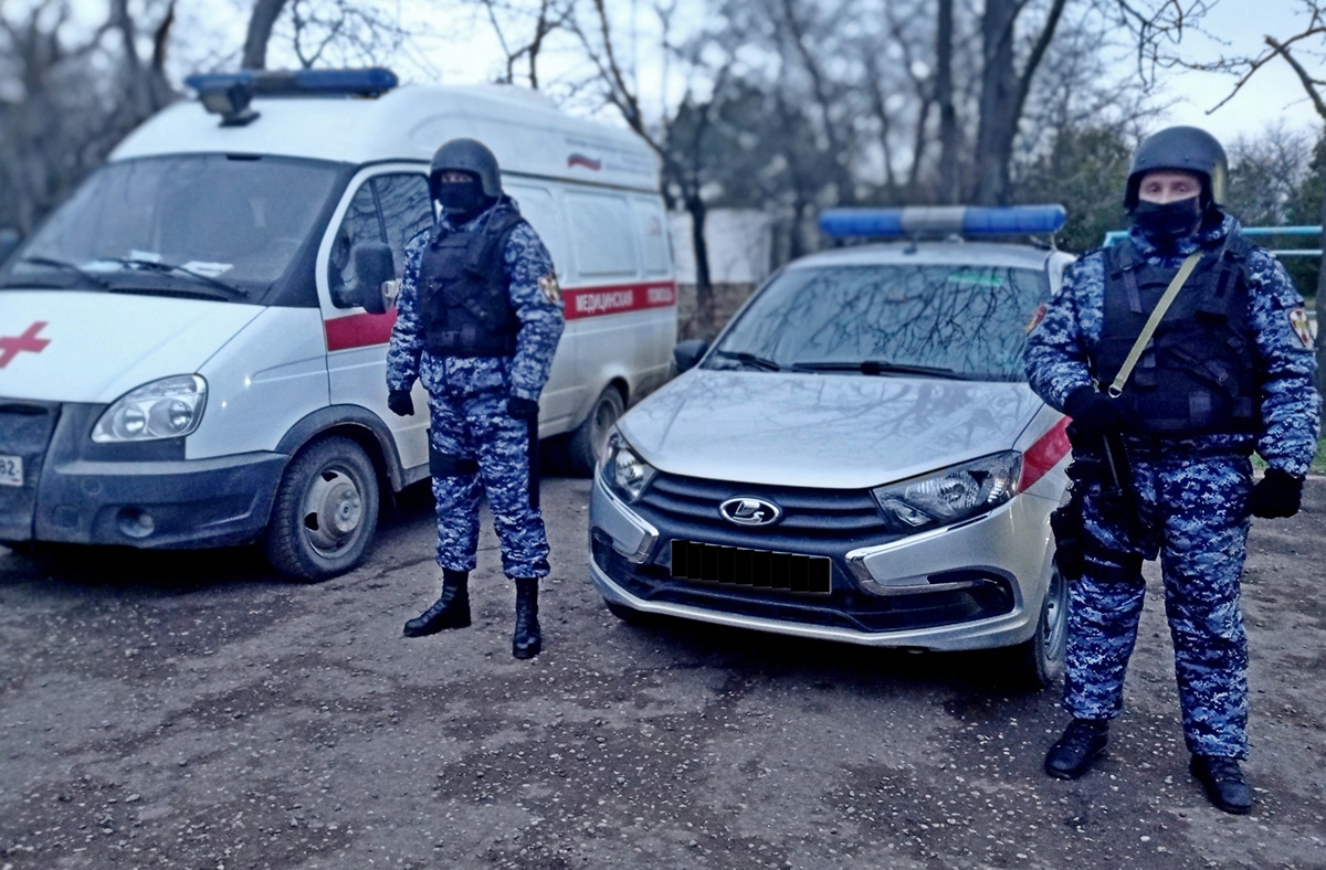 В Крыму росгвардейцами задержан мужчина, ударивший ножом свою жену и не пускавший к ней медиков