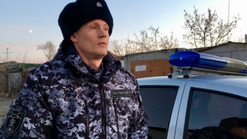 В Омске сотрудники Росгвардии задержали агрессивных родственников пациента, угрожавших работникам скорой медицинской помощи