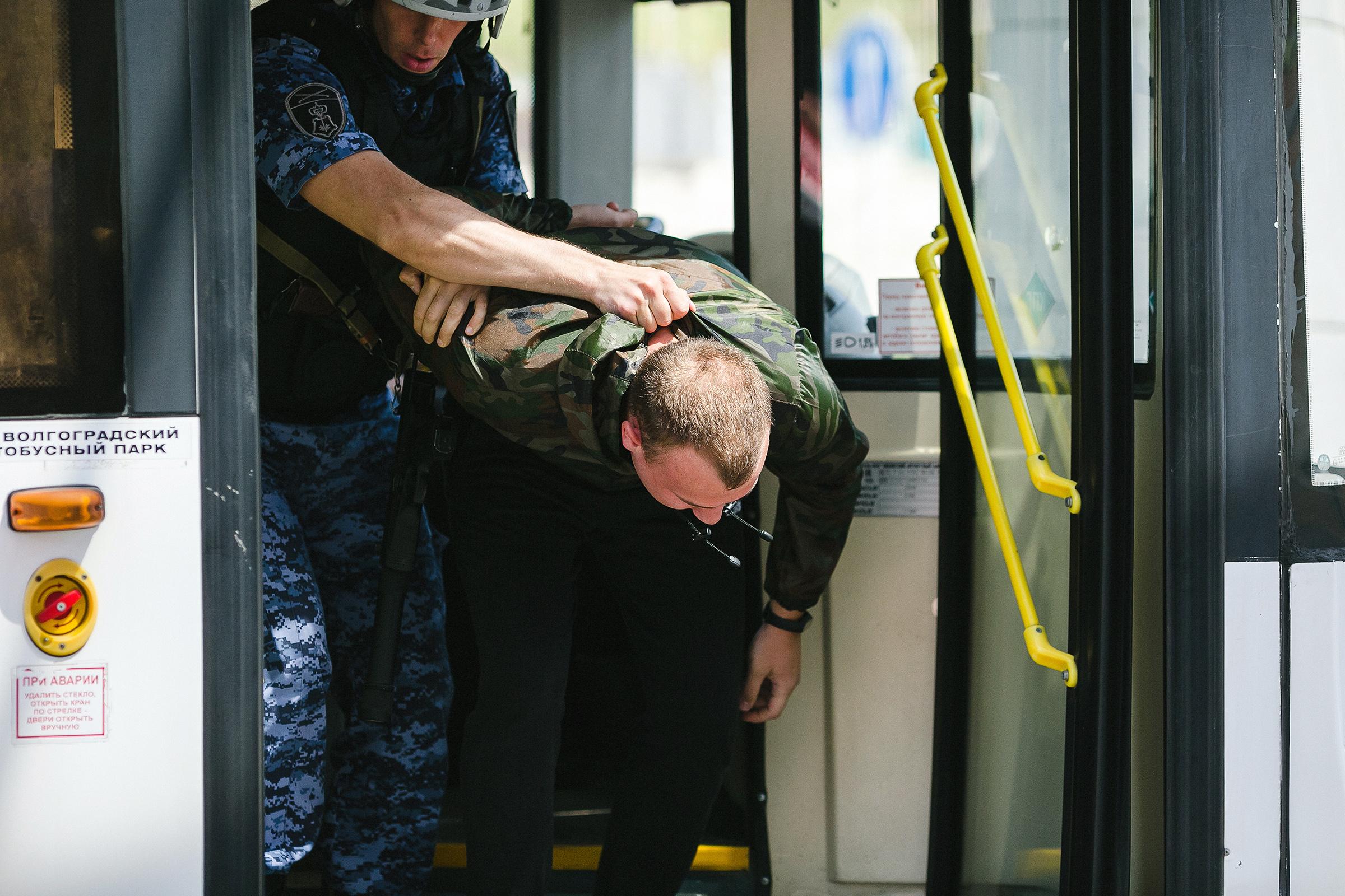 """На форуме """"Транспортная среда"""" продемонстрирована работа Росгвардии по охране общественного транспорта (видео)"""
