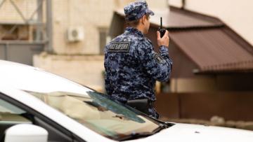 В Краснодаре сотрудники Росгвардии задержали мужчину по подозрению в причинении телесных повреждений работникам «скорой»